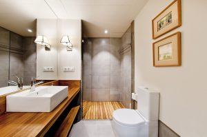 Cuarto de baño de viviendas turísticas en el centro de Sevilla