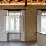 Salón-cocina de la vivienda reformada en el barrio de la Alameda de Hércules.