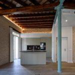 Salón-cocina de la vivienda reformada en el barrio de la Alameda de Hércules
