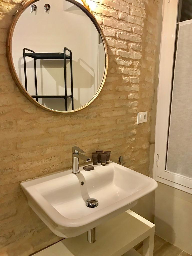 Cuarto de baño del edificio en rehabilitación vivienda unifamiliar en calle Sol