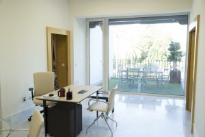 Despacho del edifico de oficinas avenida de la palmera