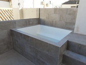 Foto piscina edificio rehabilitado en San Lorenzo