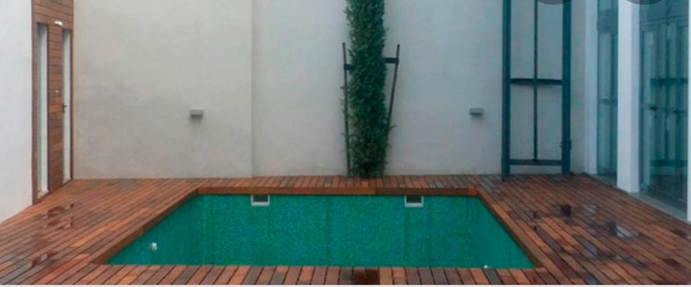 Piscina en terraza para uso colectivo en promoción de viviendas en C/ Don Alonso el Sabio, Sevilla.